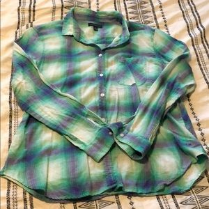 AMERICAN EAGLE OUTFITTERS BUTTON UP